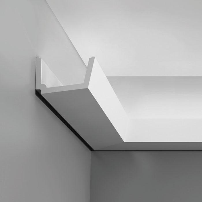 Corniche moulure de plafond axxent orac decor pour for Decoupe angle corniche